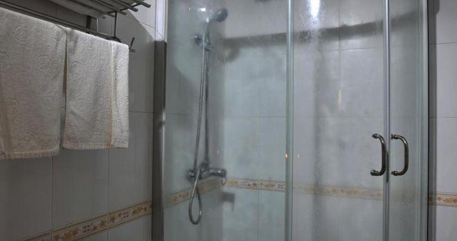 Phòng tắm trang bị đầy đủ tiện nghi